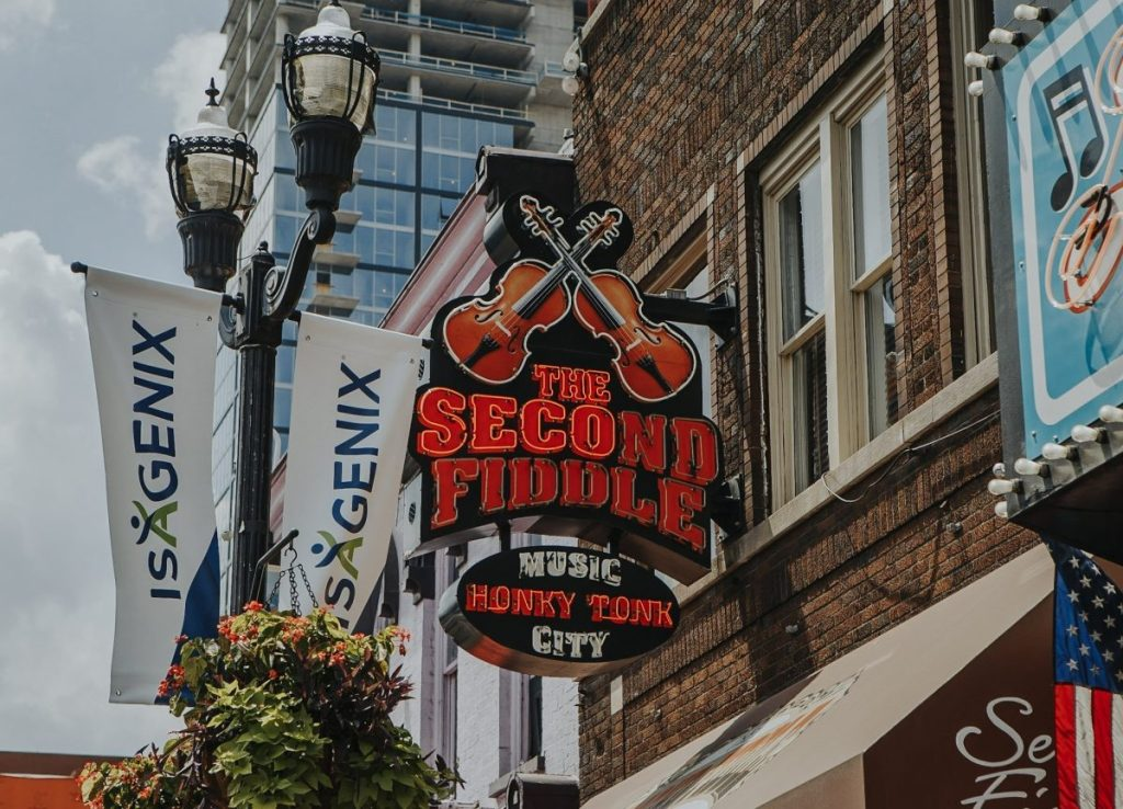 The Second Fiddle | The Ultimate Guide to Nashville's Lower Broadway | Her Life in Ruins