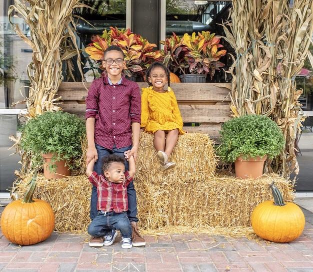 sibling photo shoot at pumpkin patch