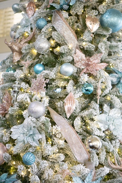 glam christmas tree wit pink ornaments and teal christmas decorations