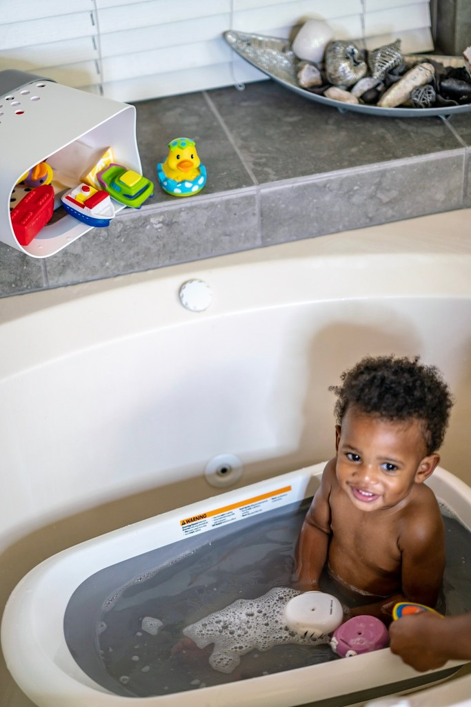 The best baby bath tub for infants and toddlers.