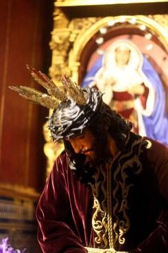 BESAMANOS JESUS 025