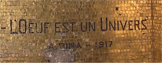 Dina signature en mosaique dans la chapelle