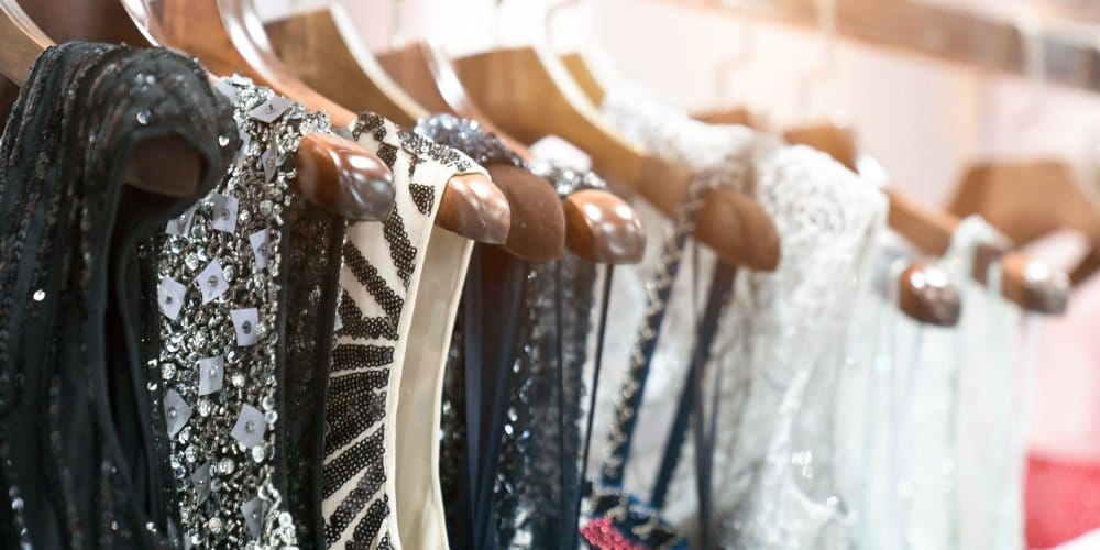 bijoux et tenue vestimentaire