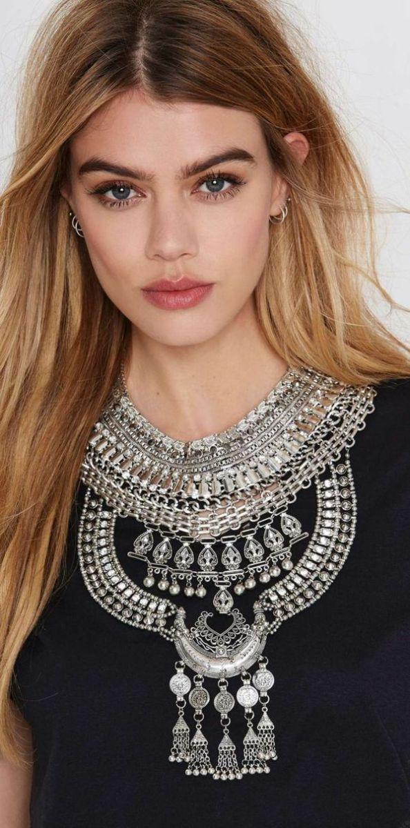 Comment choisir et porter son collier plastron