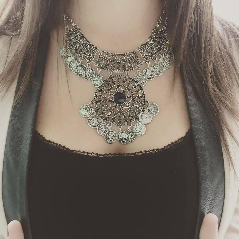 porter un collier femme