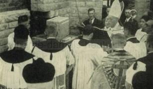 Grundsteinlegung am 07. Oktober 1951 durch Weihbischof Baumann, Repro Gerd Biedermann
