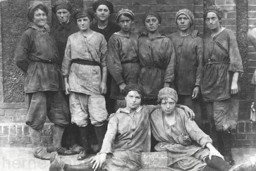 Arbeiterinnen der Kokerei Zeche Westerholt, 1916, Repro Norbert Kozicki