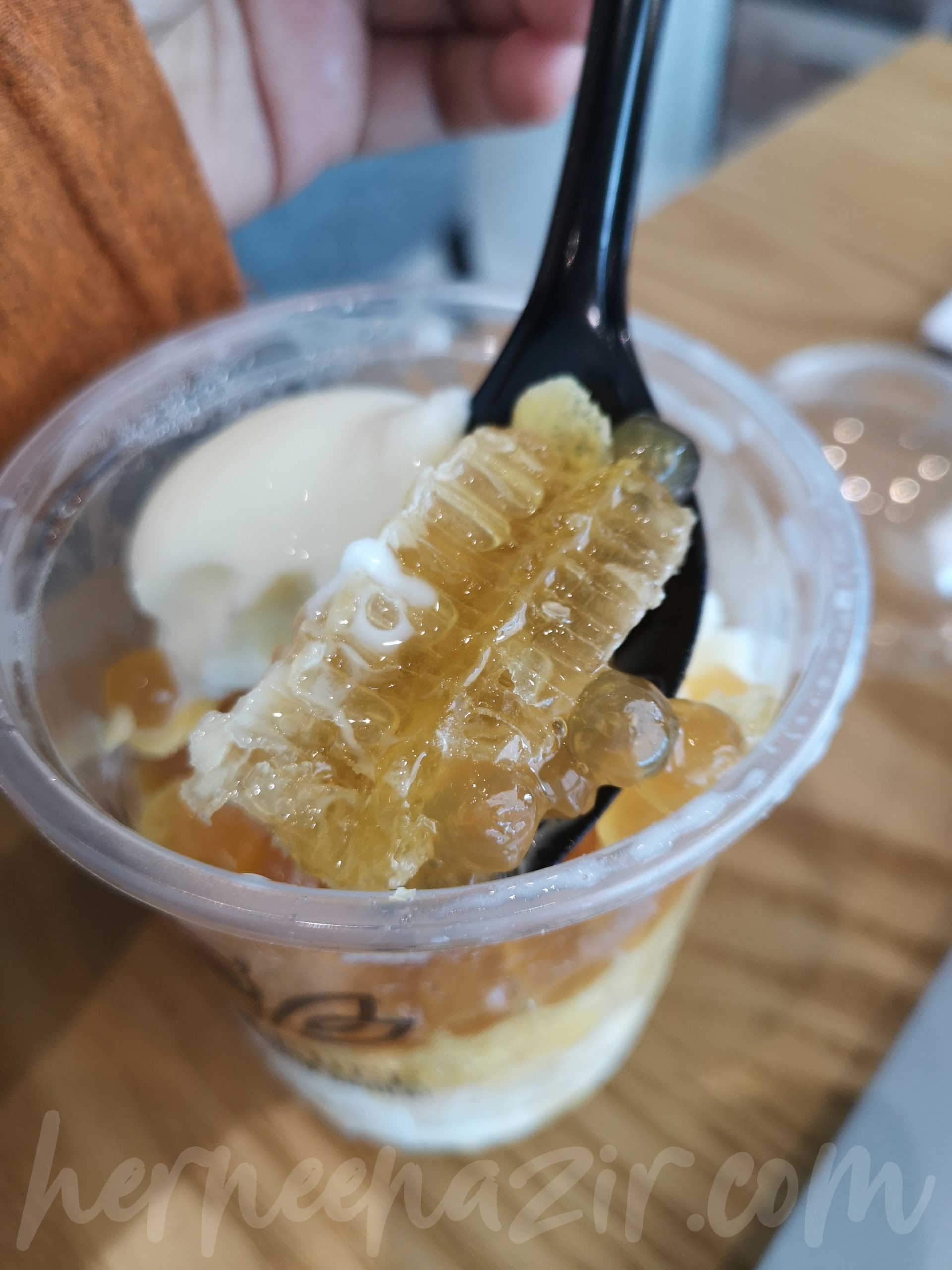 Mencuba Bubble Bee Golden Series Ice-Cream (Honeycomb)