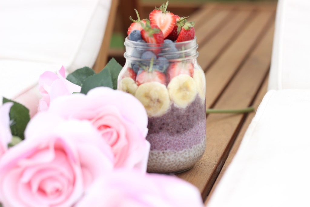 You know when you make food that looks too good to eat?  This rainbow acai chia pudding is one of those recipes! Easy, healthy, natural ingredients...