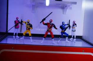 nycc-2016-power-rangers-ninja-steel-3
