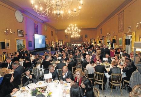 El salón de La Huerta del Sello presentó un lleno absoluto con unos 250 invitados.