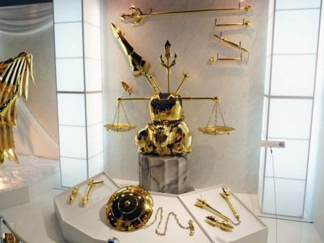 Armaduras dos Cavaleiros do Zodíaco em tamanho real Libra encaixada