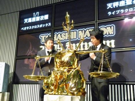 Armaduras dos Cavaleiros do Zodiaco em tamanho real Libra encaixada apresentação