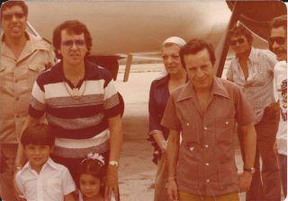 chegada de avião Chaves e Kiko