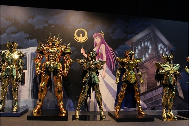 Close armaduras de ouro em tamanho real Cavaleiros do Zodíaco