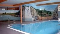 Wandmalerei und plastische Wasserfallgestaltung