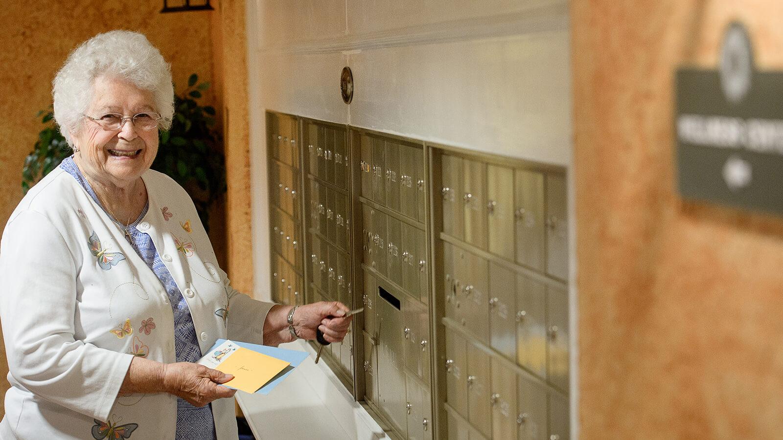 Lady Mailbox X900