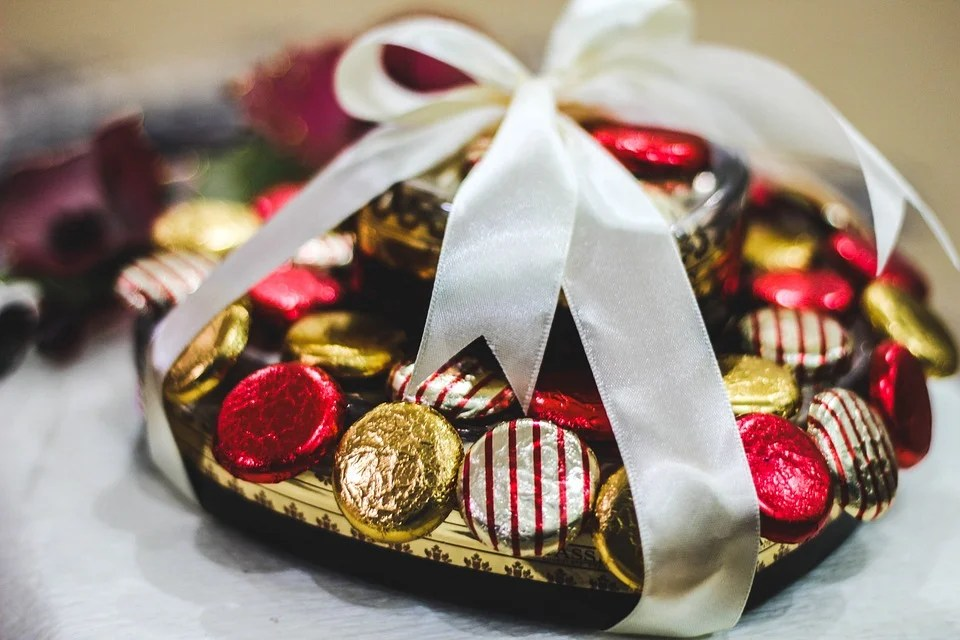 Du chocolat dans une boîte en forme de cœur