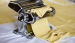 La machine à pâtes manuelle pour des pâtes fraîches maison au top