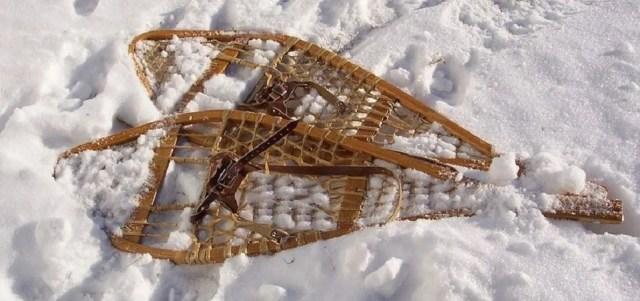 raquettes à neige traditionnelles en bois