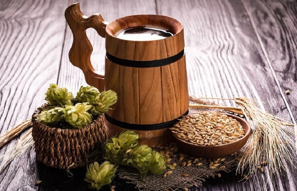 chope de bière en bois