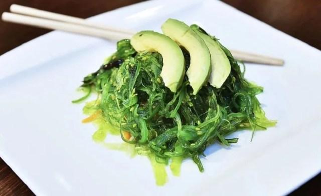 Salade d'algues alimentaires, un délice