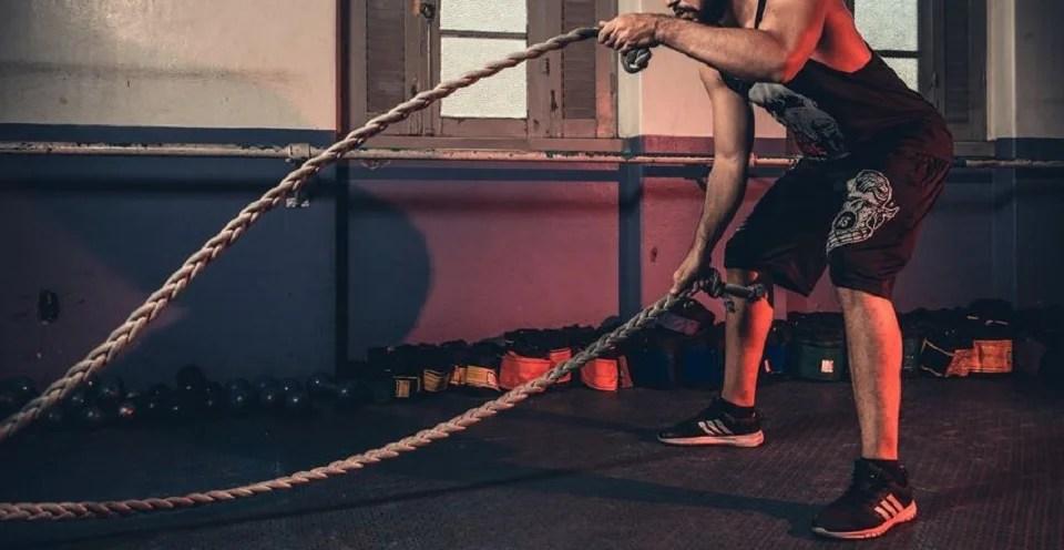 La battle rope ou corde ondulatoire star des salles de fitness