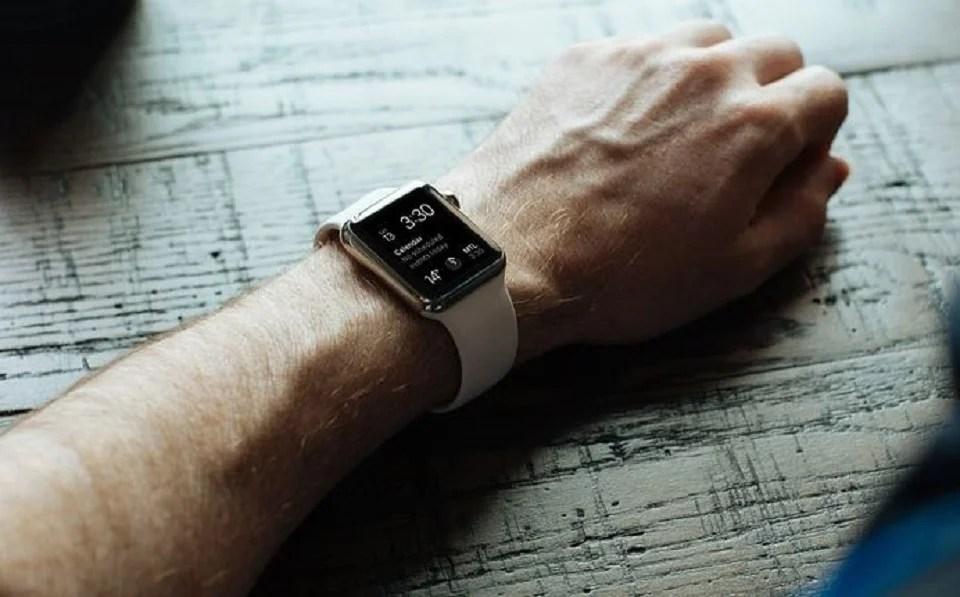 Montre connectée, montre intelligente pour homme tracker