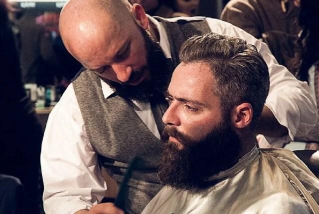 Beard wax et peigne à barbe comme chez un pro