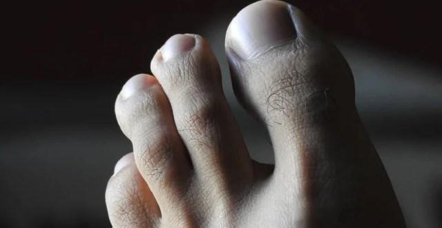 Des pieds masculins soignés
