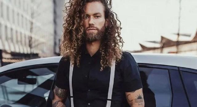 Pour les cheveux longs, on opte pour la brosse