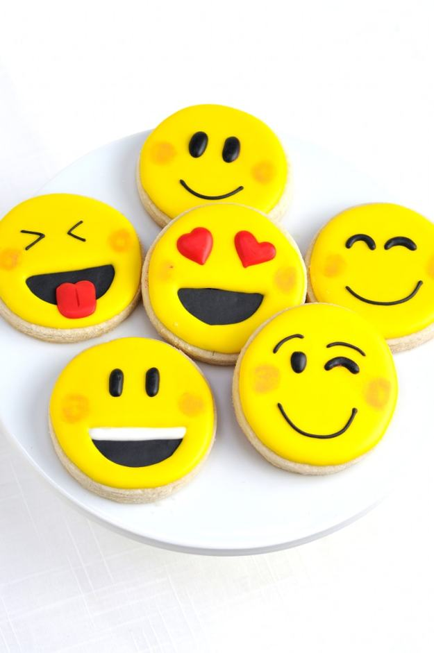 emoji-party-ideas-cookies