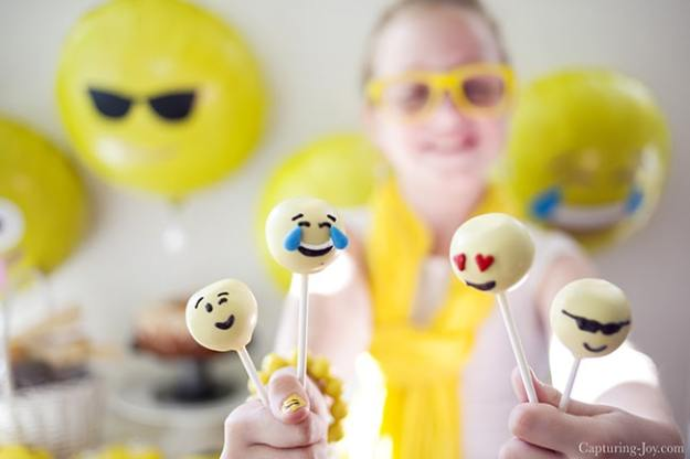make-emoji-or-emoticon-cake-pops