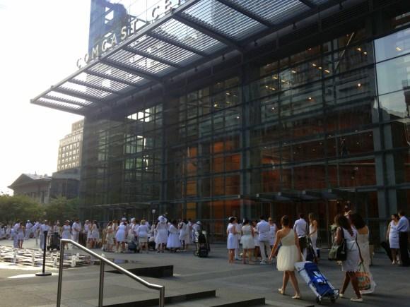 Meeting spot for Philadelphia Diner en Blanc 2013 // Her Philly