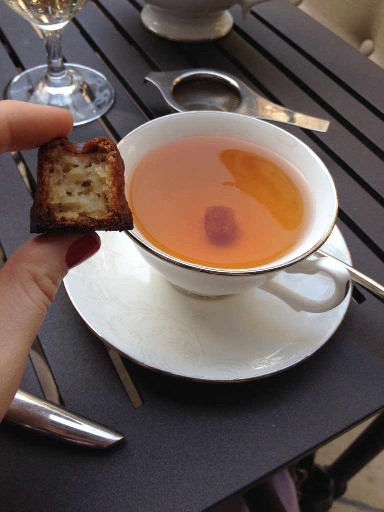 Tea and cannelé de Bordeaux at the Mary Cassatt Tea Room // Her Philly