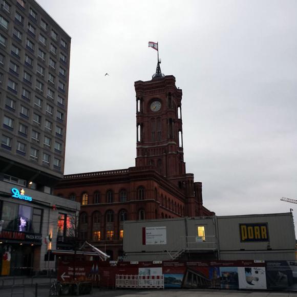 Auf dem Arbeitsweg: Das Rote Rathaus