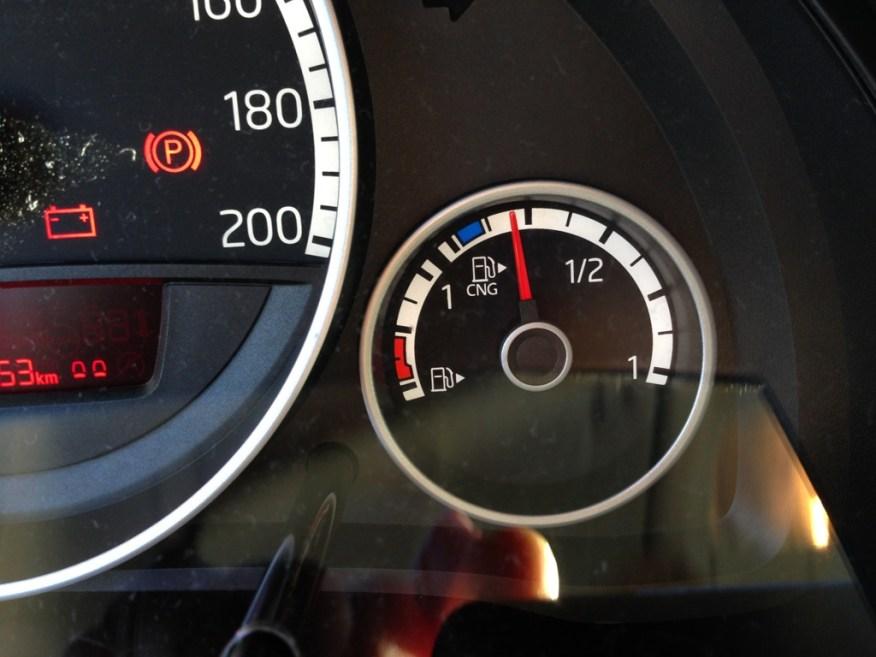 Kombinierte Benzin und Erdgas-Anzeige