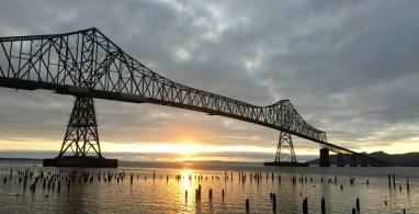 Letzter Abend in Oregon. Sundowner in Astoria mit Blick über den Columbia River und der Astoria-Megler-Bridge. ©HerrundFrauBayer