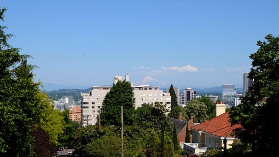 Blick vom Washington Park über Portland bis zum Mt. Hood. ©HerrundFrauBayer