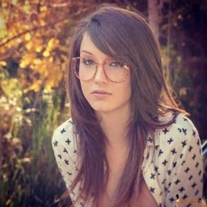 Hottie Malena in nerd specs.