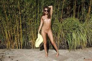 Super hottie sunglasses attired babe Riley Reid shows her beautiful natural small body.