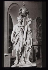 Herzgrabmal für Heinrich II.  von Frankreich von Pilon (Louvre, Paris)
