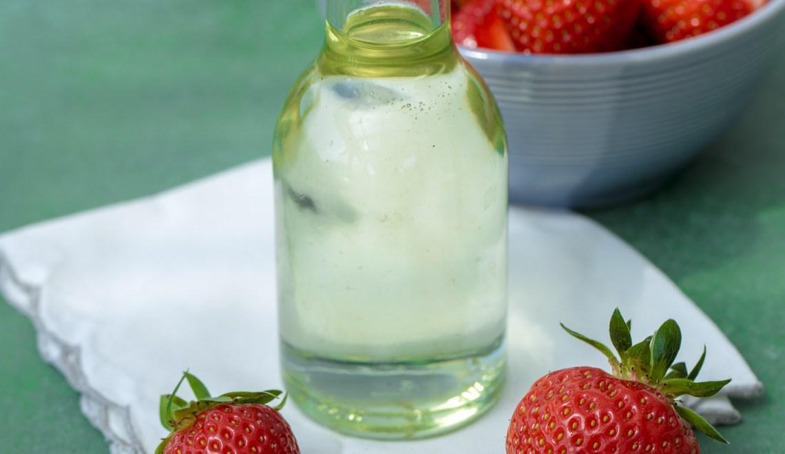 Sirup mit Basilikum