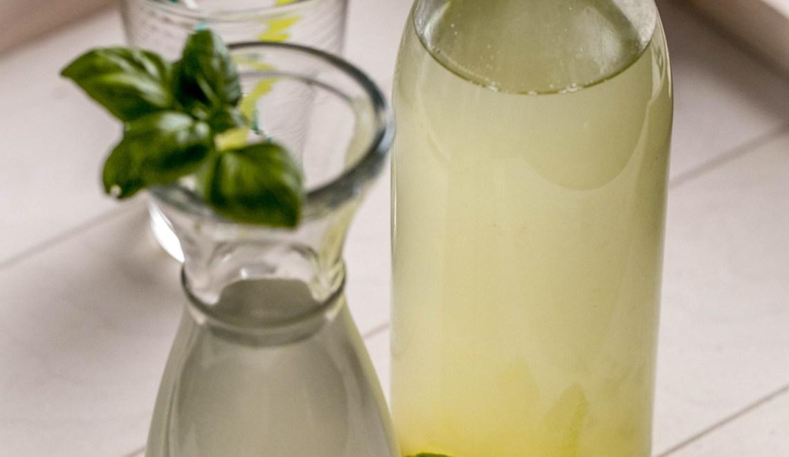 Basilikum-Gurken-Sirup zum Aperitif