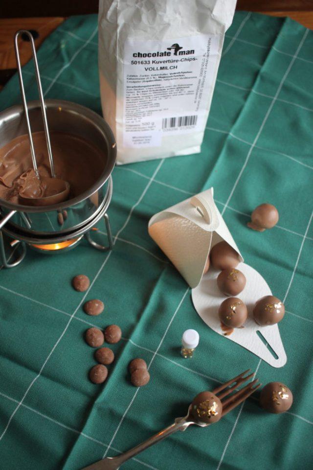 Nougat-Marzipan Pralinen mit Blattgold