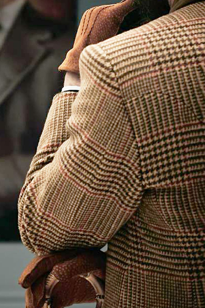 houndstooth-fabric-pattern-tan-blazer-brown-leather-gloves-outfit-idea-for-fall