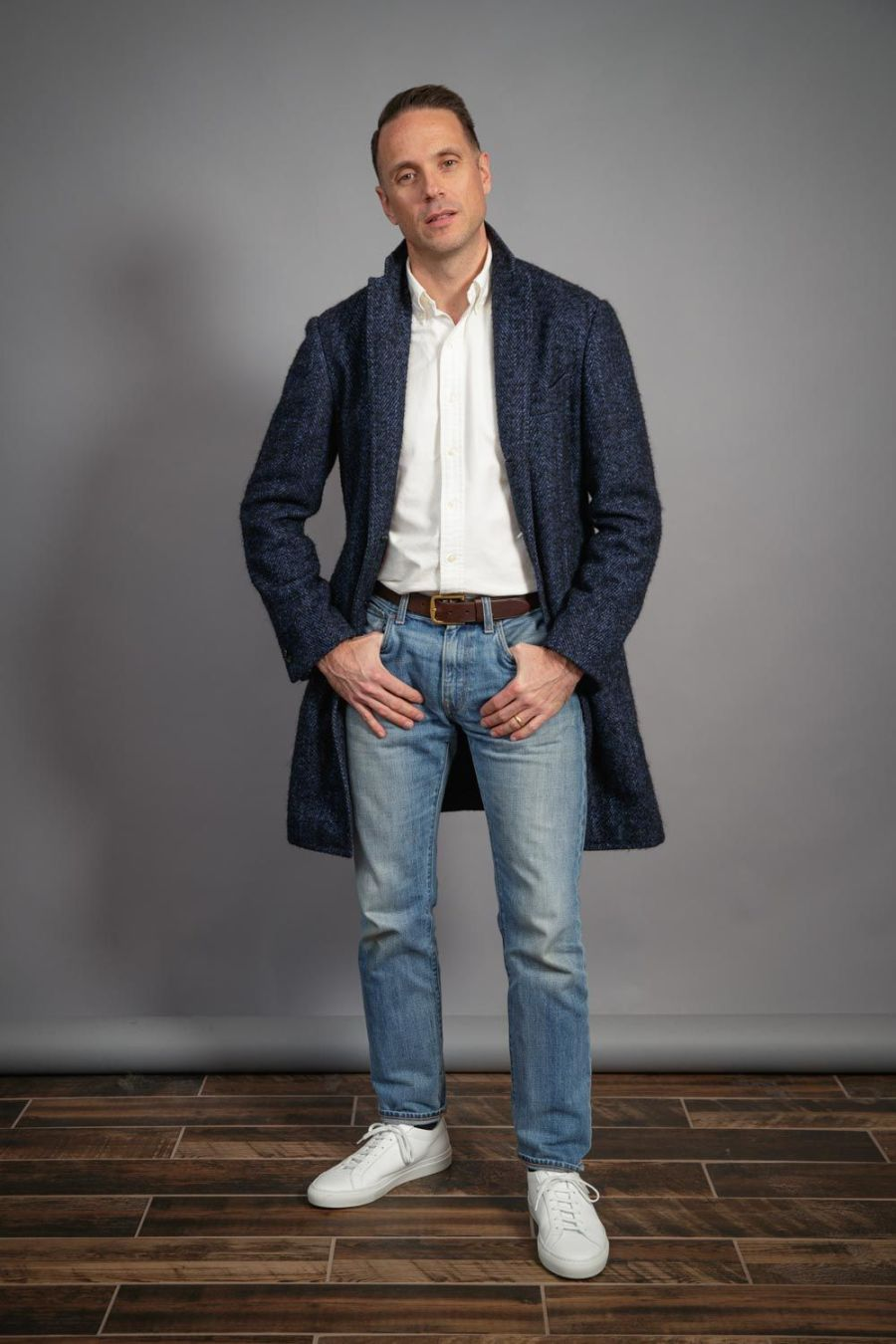light-wash-denim-white-oxford-shirt-white-sneakers-navy-overcoat-mens-capsule-wardrobe