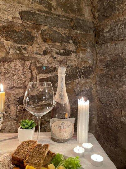 Napoleon Flasche Rouge der Winterabend ganz in rotWeinproben für Frauen Bed & Wine in Hessigheim