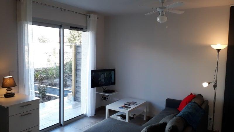Location cure Jonzac avec TV Canal+ dans le séjour et terrasse