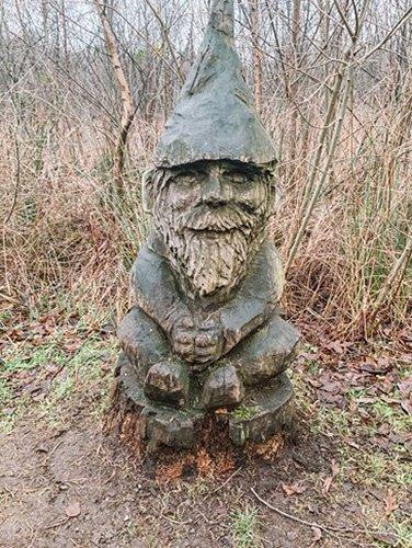 Het Gezinsleven - Uitstapjes - Natuur in Noord-Brabant - Speelbossen in Noord-Brabant - Nationaal Park De Groote Peel - Kabouter van hout